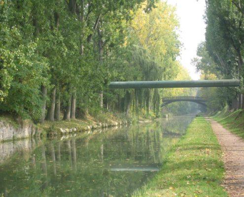 A través del parque La Poudrerie
