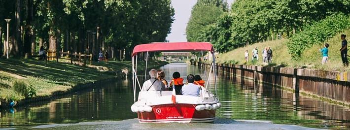 alquiler de barcos sin permiso para un paseo sobre el canal de l'Ourcq
