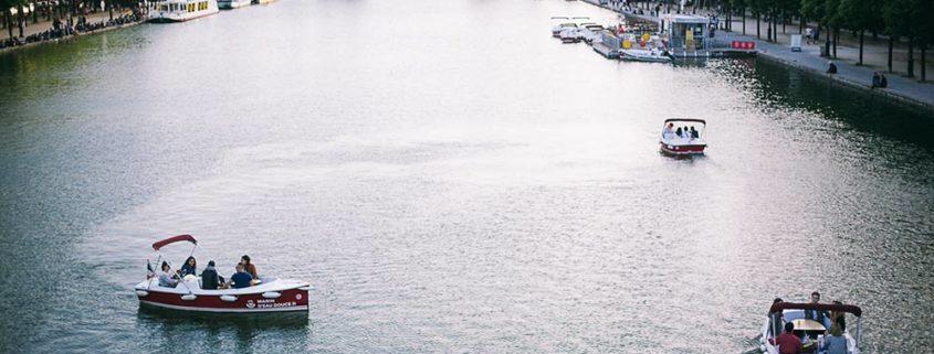 Barco sin permiso sobre el bassin de la Villette
