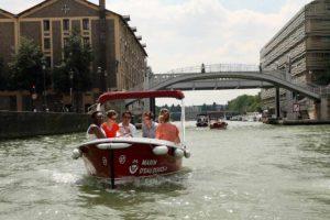 Con nuestros barcos puede descubrir insolitos lugares de Paris como el puente levadizo de Crimée