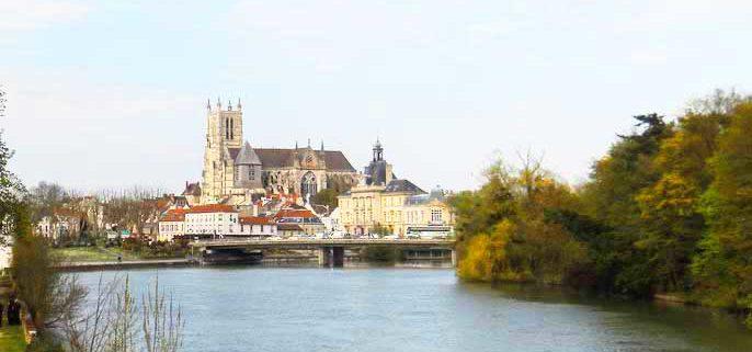 La catedral de Meaux vista desde el Marne